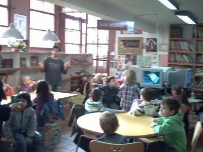 Los niños de 1º de Primaria visitan la biblioteca